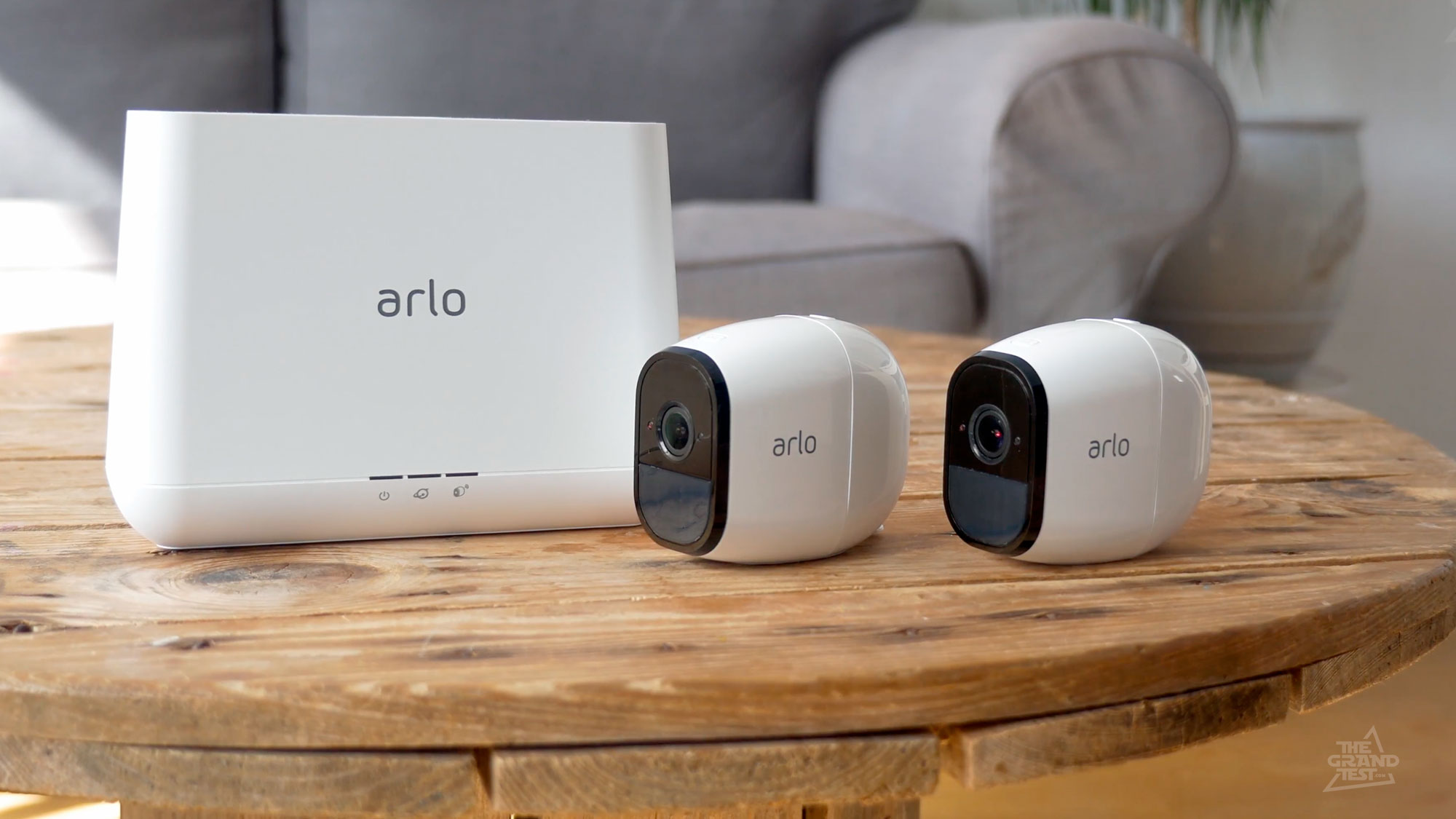 netgear arlo pro cam ra hd et wifi avec 6 mois d 39 autonomie. Black Bedroom Furniture Sets. Home Design Ideas